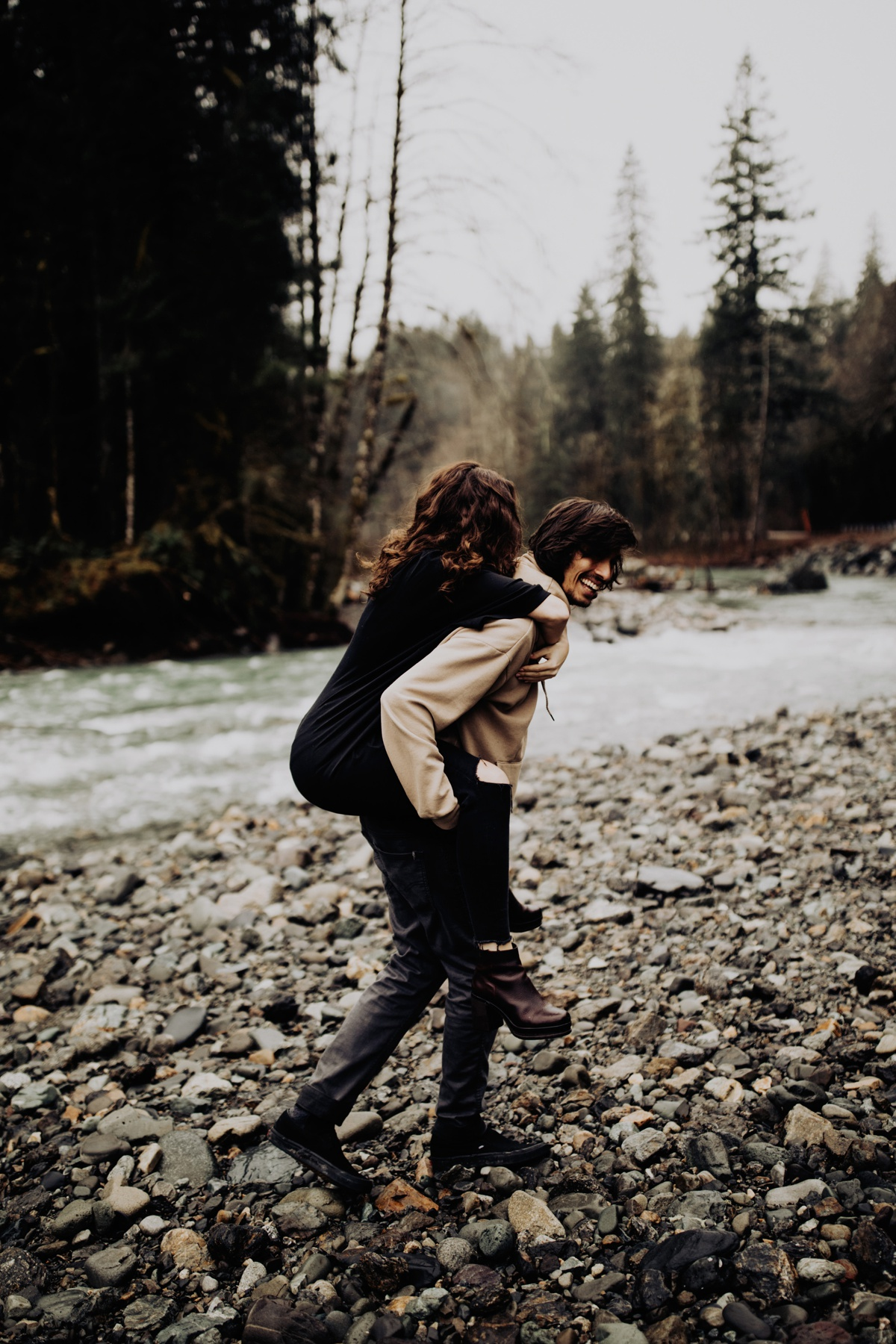 Wenatchee-national-forest-engagement-session-photographer-017.jpg