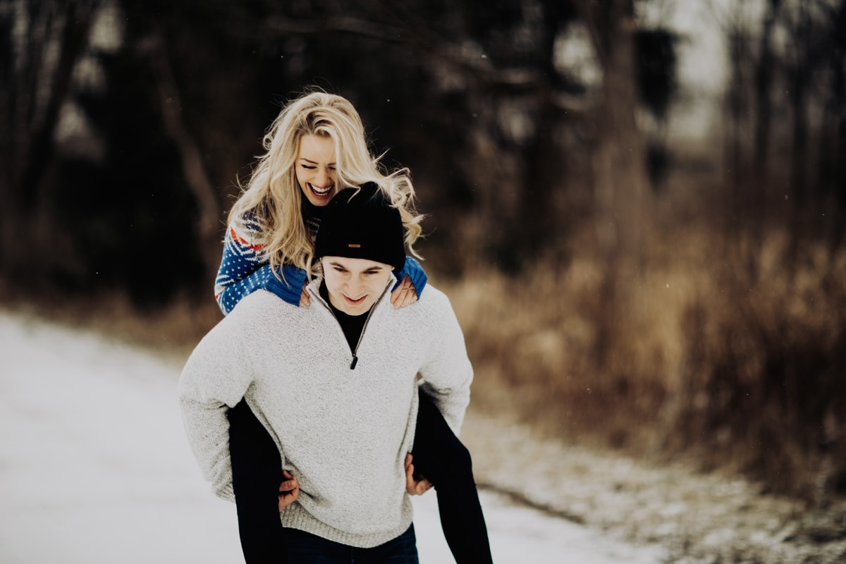 cute-winter-engagement-session-002.jpg