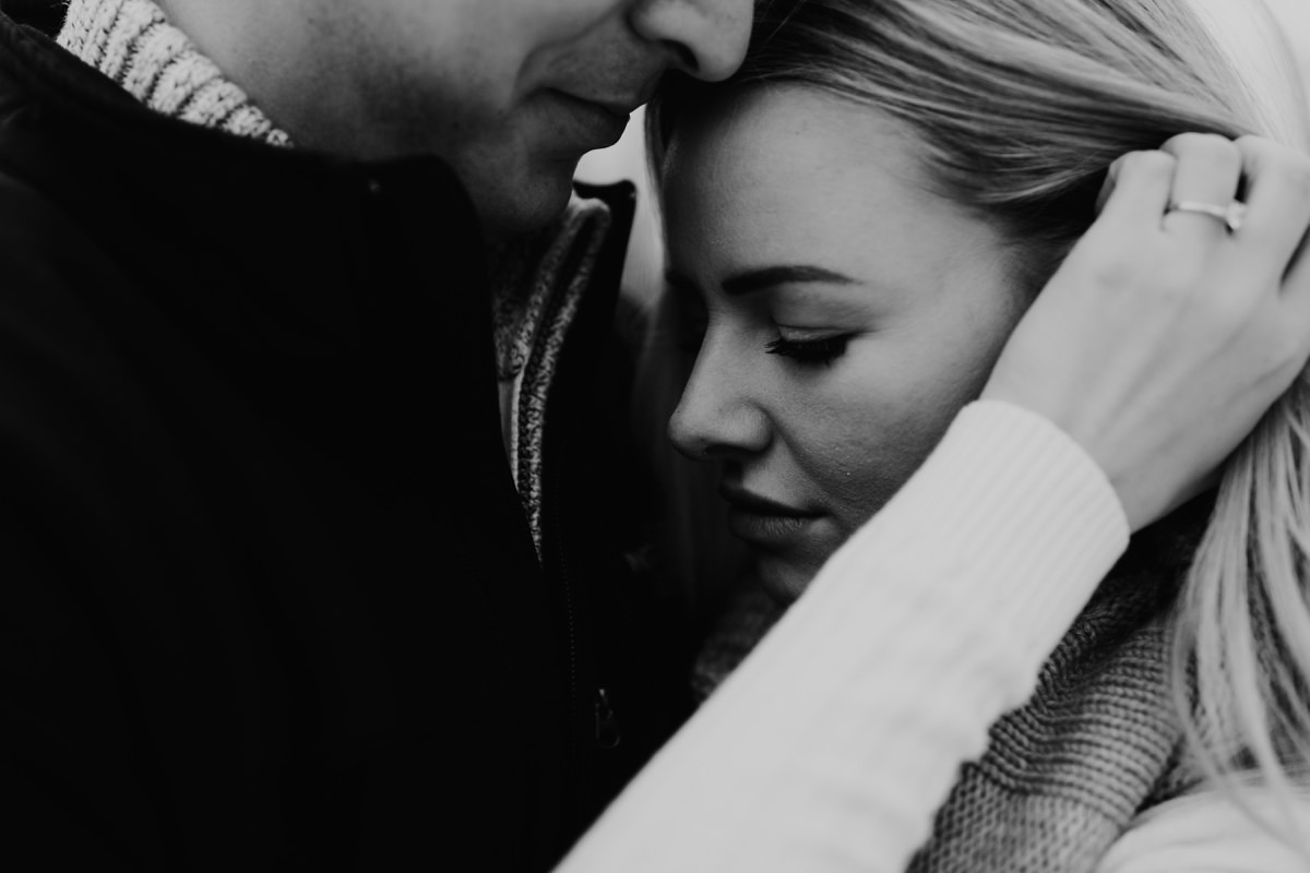 cute-winter-engagement-session-008.jpg