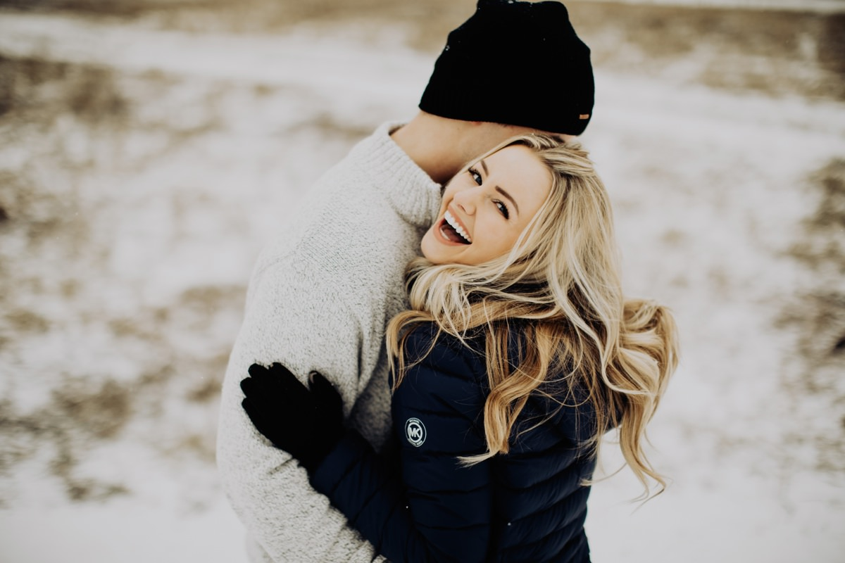 cute-winter-engagement-session-009.jpg